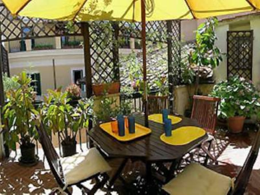 SUNNY LIVE IN TERRACE SPACE FURNISHED +MEDITERRANEAN GREENERY
