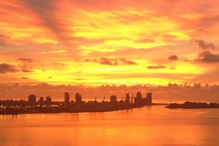 Miami Sky Villa - True oceanfront! - Miami