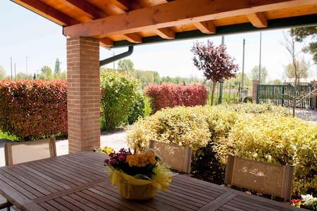 Villa Pinella Rosa Rossa - Bed & Breakfast
