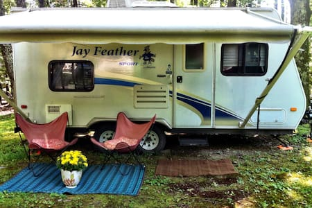 Cute RV in a beautiful area - Stone Ridge - Camper/RV