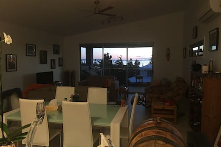 Brand new double story beach house (41a Third Ave) - Casa
