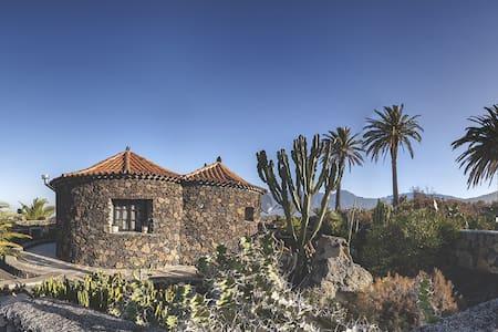 Casa rural en entorno volcánico - Haus