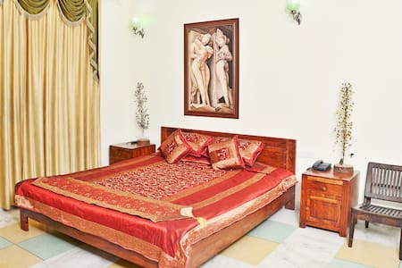Luxury Royal Jaipur Thikhana Suite on Hawa Sarak - Jaipur