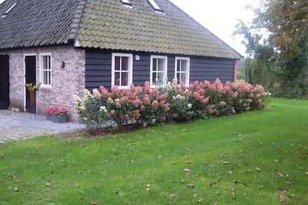 Vrijstaande cottage omgeving Breda - Ulvenhout - Cabin