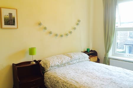 Gorgeous double room in family home, Glossop - Glossop