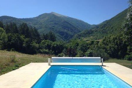 Adorable maison avec piscine privée - Bourdeaux