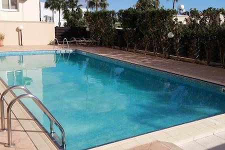 Modern & Spacious, Free WiFi, Pool, Non Smoking - Apartment