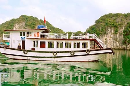 Cat Ba Excursions - Travel Company - Trân Châu - Boot