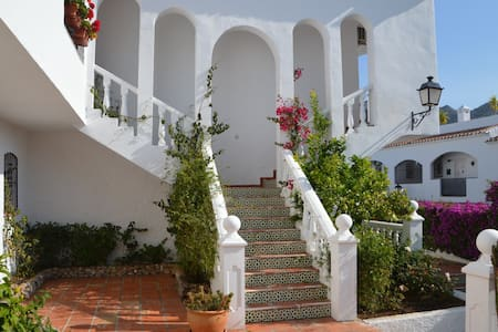 Central, modern apartment, sunny terrace, 2 pools - Nerja - Pis
