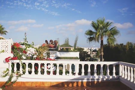 Villa Nabil bord de mer - Huis