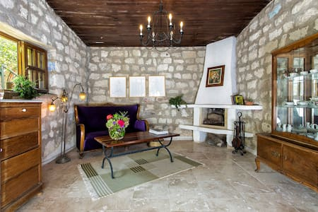Beautiful stonehouse open fire & garden - Alaçatı  - Bed & Breakfast