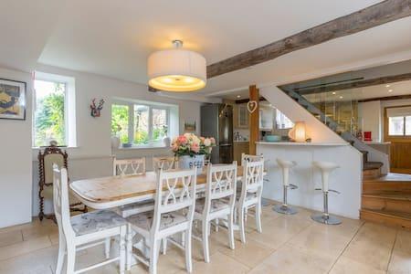 Horseshoe Cottage. Sleeps 8 - Moreton-in-Marsh