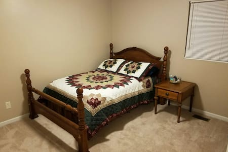 Cozy bedroom, 5 minutes from I75 - Middletown - Ház