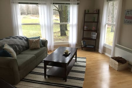 Cozy guesthouse on a hobby farm in rural Ottawa! - Clarence-Rockland - Guesthouse