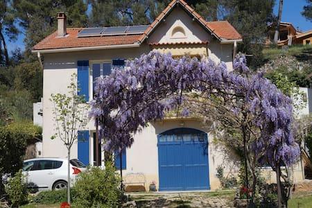 RDC de la maison aux volets bleus - House