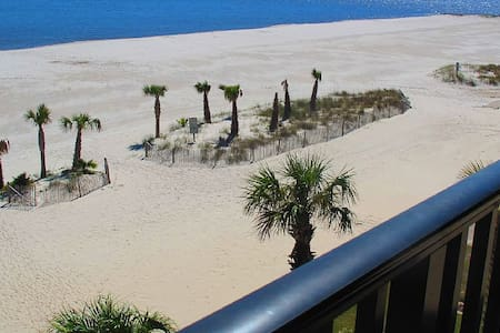 100% On-Beach Condo with Wrap-Around Balconies - Pass Christian - Apartament