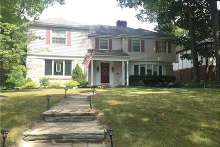 Quiet Residental Suburban Home - Cleveland
