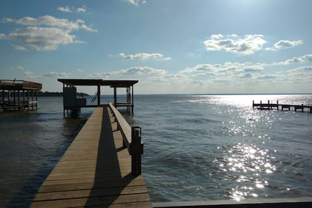 2400sf Lakefront Home w/pier & boat dock/sleeps 14 - Hus
