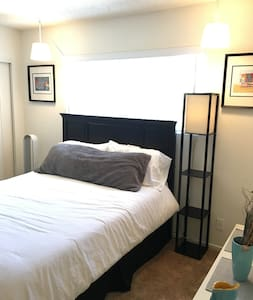 Minutes to Beach, Canals & Abbot Kinney! - Apartment