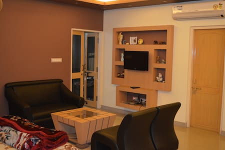 RedChillies 1 1/2 bed Apartment bedroom+study room - Lucknow - Apartment