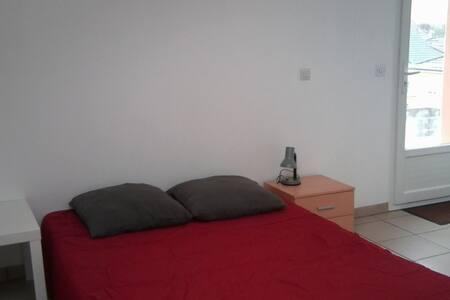Studio meublé à Pau (Lons) - Leilighet
