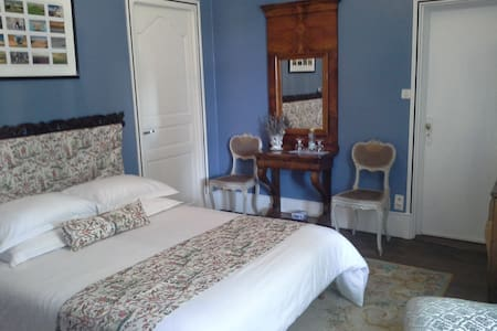 le logis de ruelle,chambre bleue - Bed & Breakfast
