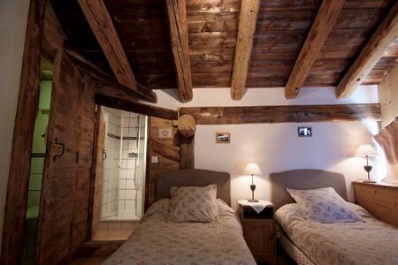 Pink bedroom rented per night. sleeps 3 - Peisey-Nancroix