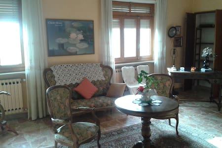 appartamento in casa privata con giardino - Pinasca - Lägenhet