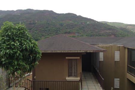 3 Bedroom Luxurious Villa with Hill and Lake View - Lavasa - Talo