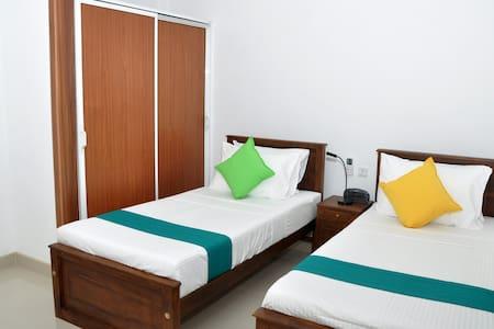 Urban Residence - Taprobane Family Suite - Peradeniya - Bed & Breakfast