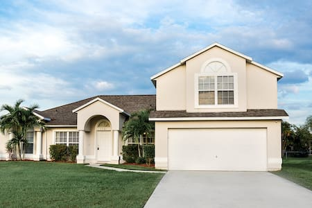 5Bed 3bath- Home Solar Heated pool - Port St. Lucie