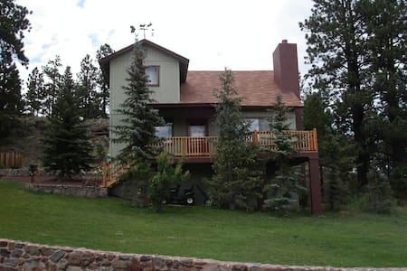 Spacious 5 bedroom cabin for family fun in Greer! - Greer - Kulübe