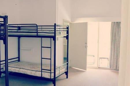 SJ Hostel En-suite Room for 4 - Rumah Tamu