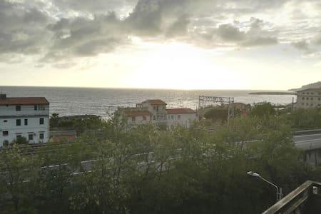 Holiday House Italy, tre metri sopra il mare - Cetraro Marina