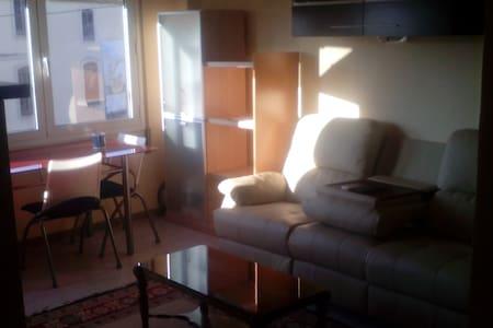 Habitacion en piso al lado estacion de Tortosa - Tortosa - Apartamento