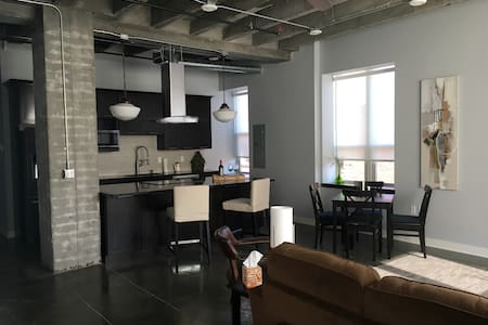 Downtown, Tower 217, Apt 2S - Grand Island - Apartament