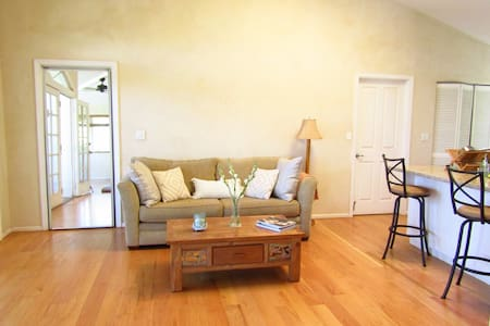 Elegant and Spacious Beautiful One Bedrooom - Paia - House