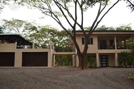 House of the Rising Tide, sleeps 10 - Los Pargos