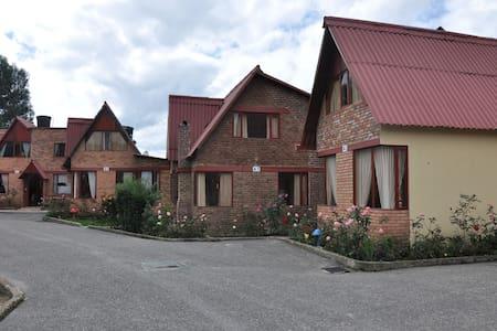 Cabaña familiar pequeña en Paipa - Blockhütte