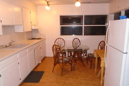 Downtown Boone Apartment - Boone - Appartement
