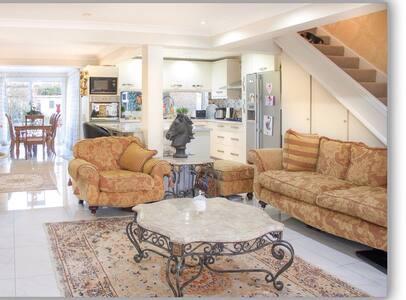 Private attic double bedroom - Kidlington - Loft