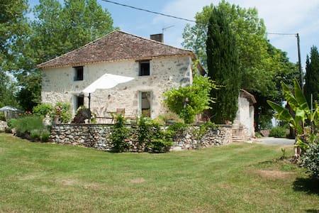 Les Hirondelles - House