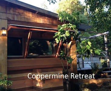 Coppermine Retreat - Sooke - Talo