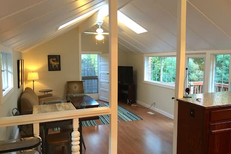 Sunny and Private 1 Bd Cottage - Bungalow