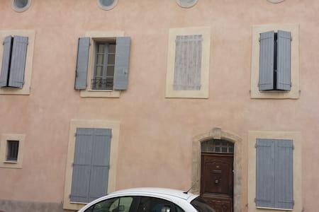 Maison de village du XVII siècle - Maison