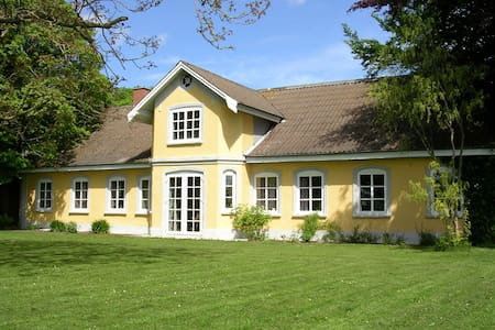 Hyggelig lejlighed på bondegård - Strellev - House