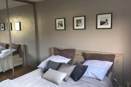 Belle chambre confortable chez l'habitant - House