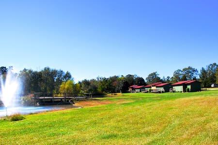 Oak Tree Campground & Retreat Center Group Cabin 5 - Zomerhuis/Cottage