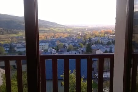 Room for 2 (king bed) with gorgeous views Osséja! - Huis