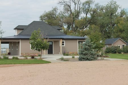 Newly Renovated Country Farm House - Greeley - Casa
